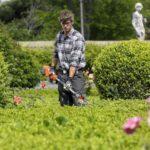 Avec quoi travaillent les jardiniers du parc de la tête d'or ? Une débroussailleuse !