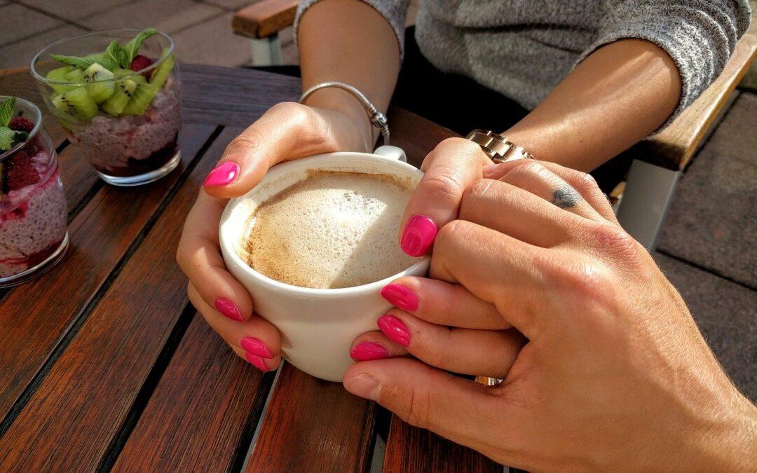 Dites adieu aux moments gênants des rencontres pour de bon grâce à ces conseils approuvés par les experts